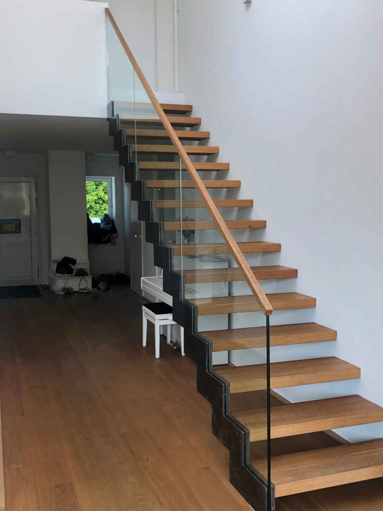 Treppe Holz & Stahl