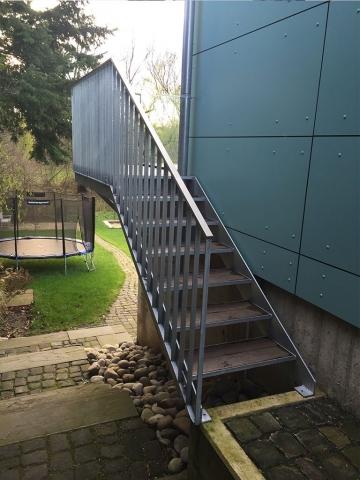 Aussentreppe mit Geländer