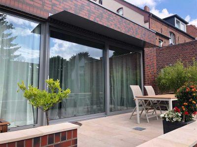 Aluminium-Elemente mit Vordach